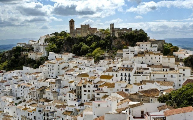 This Utopic Town in Spain Has No Need For Police Thanks to its Robin Hood Mayor