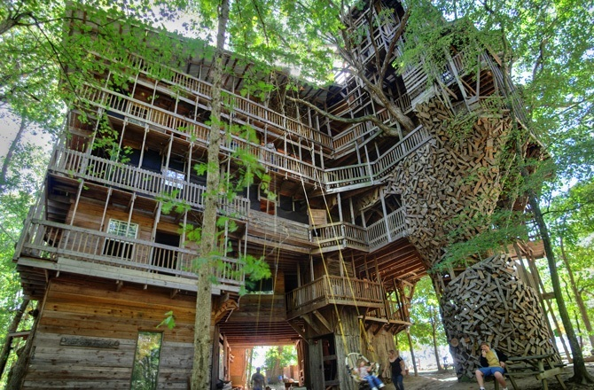 1 ministers treehouse 150814 - Biggest Treehouse In The World 2017