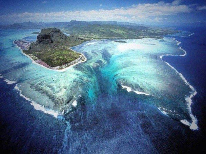underwater waterfal mauritius