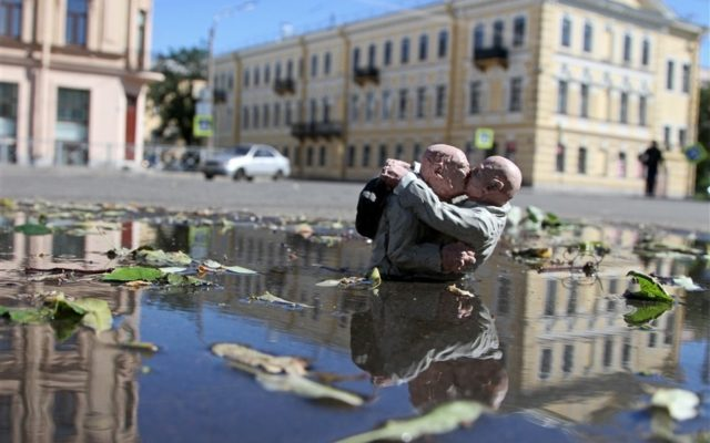 Isaac Cordal: Miniature Cement Sculptures Cleverly Placed in the City