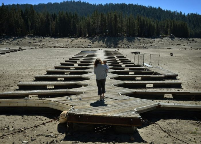 woman-child-california-drought-lake.jpg.990x0_q80_crop-smart