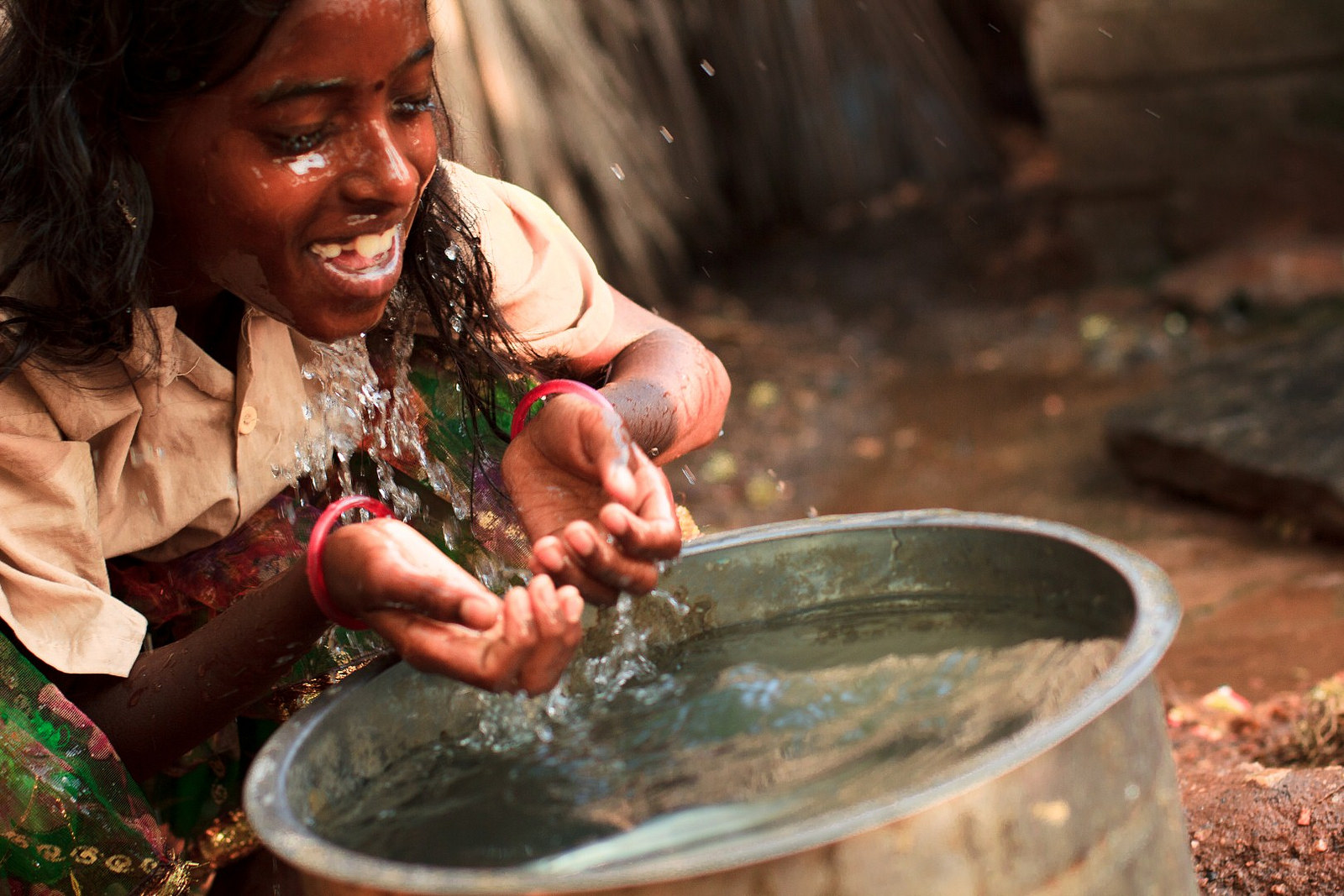 This New Water Filter Kills 99% of Bacteria & Helps Millions of People