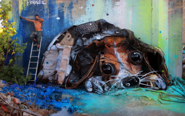 The Alarming Message Behind These Awesome Animal Murals Made of Trash