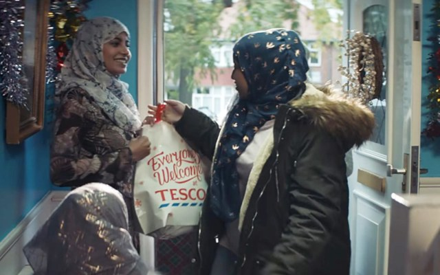 Christmas Ad Showing Muslim Family Brings Out All the Internet Grinches